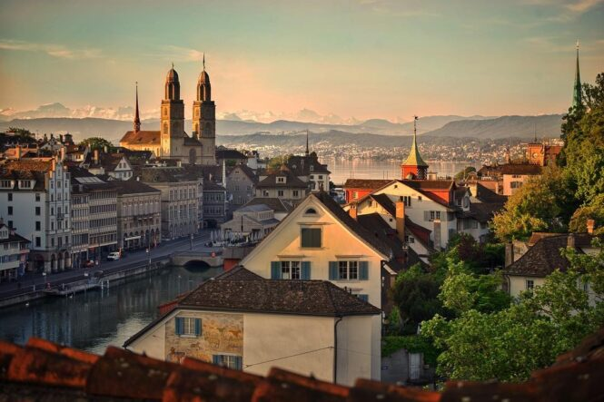 Most instagramable cities in Switzerland. This is Zürich seen by Nicole @kerosinhill